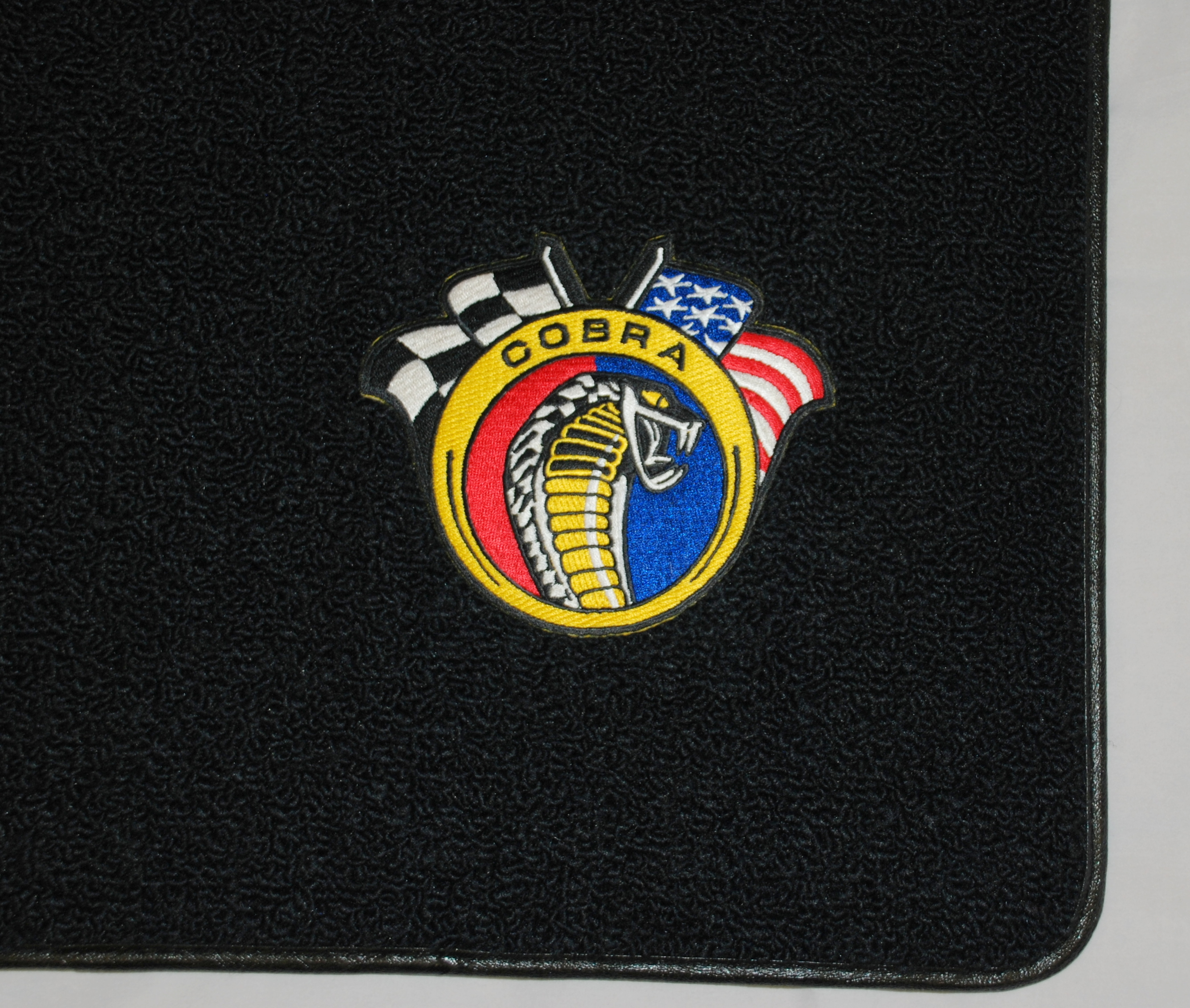 Rubber floor mats with mustang logo - Click To Enlarge